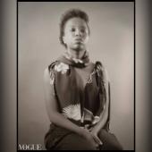 Ehy gente 😁 Il nostro foulard è su Vogue in una foto di Ray Morrison, che enfatizza in una serie di scatti non convenzionali come la moda vesta oltre che i corpi anche il nostro essere, indefinito e fondamentale.   La foto appare anche nel libro di Ray in vendita in librerie storiche ed universitarie ad Oxford e in altre nazioni 💛  Sono felice e onorato di vedere il nostro foulard in questo splendido libro selezionato da fantastiche librerie di tutto il mondo, come:  (Ordine alfabetico)  @abebooks (Victoria, Canada, Düsseldorf, UE)  @adlibris.com (Svezia, UE)  @blackwellbooks (Oxford, Regno Unito)  @barnesandnoble (USA)  @powellsbooks (Portland, USA)  @riachristiecollections (Uxbridge, Regno Unito)  e altro ancora.  Ringraziamenti Speciali: @raimondorossi_official Vogue, Alptekin Top Kris Hagan Kris Hagan Language Institute and Esther Ngumo 💚  Make up artist & On-set Styling: @michelalunaricci  Hair: @antonioabagnale  #davidecristofaro #davidecristofarofficial #italianpainter #italianfashiondesigner #raimondorossi #raymorrison #thestyleresearcher #thestyleresearchermagazine #compulsivemagazine #barnesandnoble #losangelesitalia #italiansinla #goldenglobes #powellsbooks #riachristiecollections #abebooks #adlibris #stylefw #losangelesfashionweek #artheartsfashion #madeinitaly